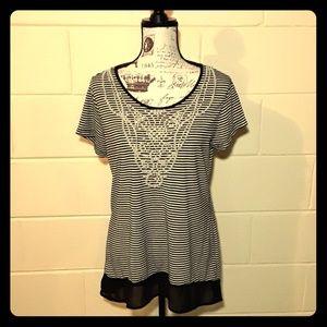Black and white tunic sz medium